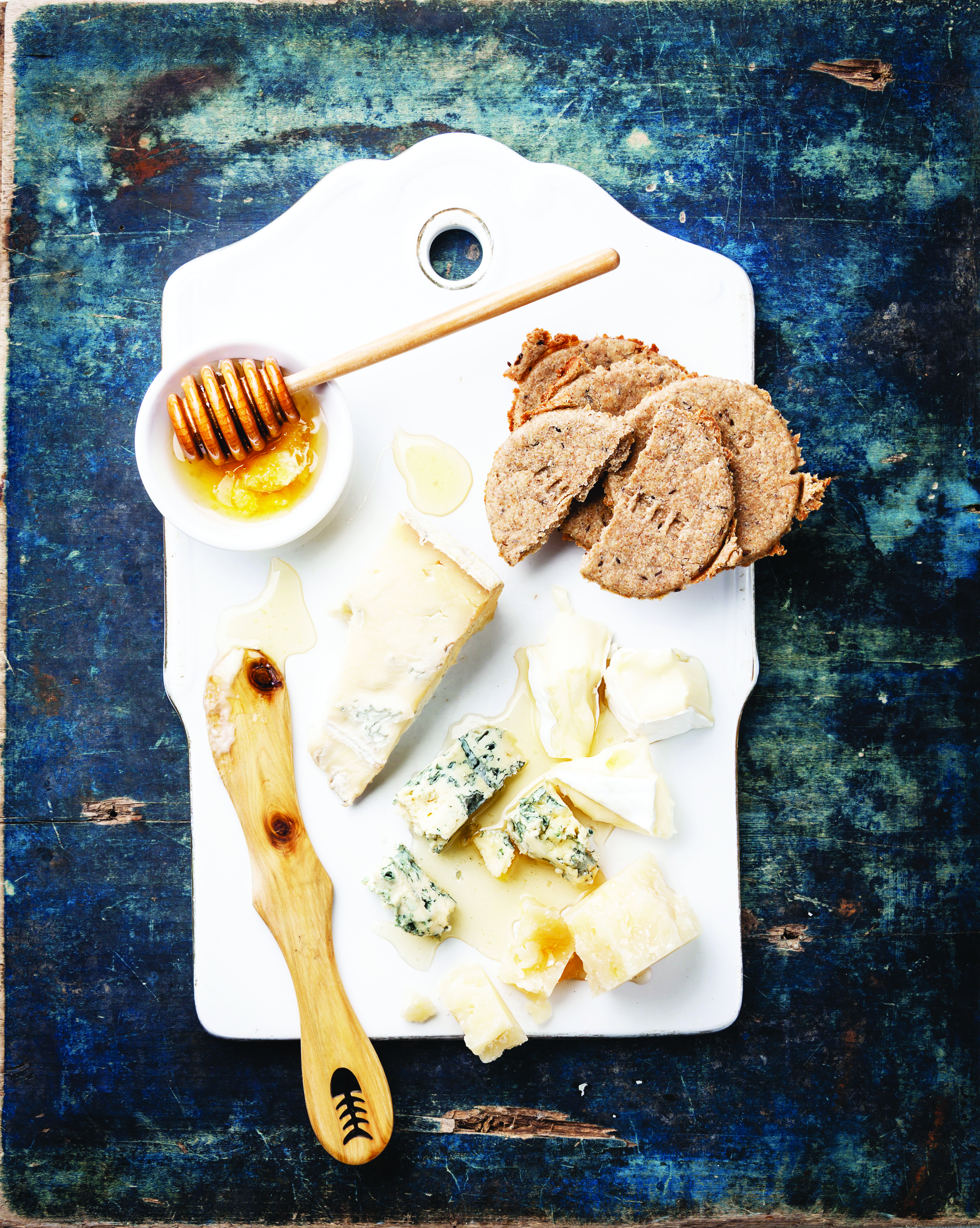 Cheese appetizer with honey and crackers